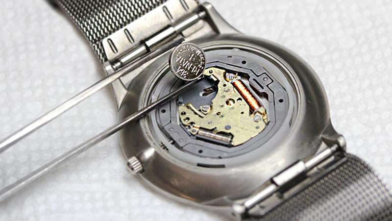 Come cambiare la batteria di un orologio?